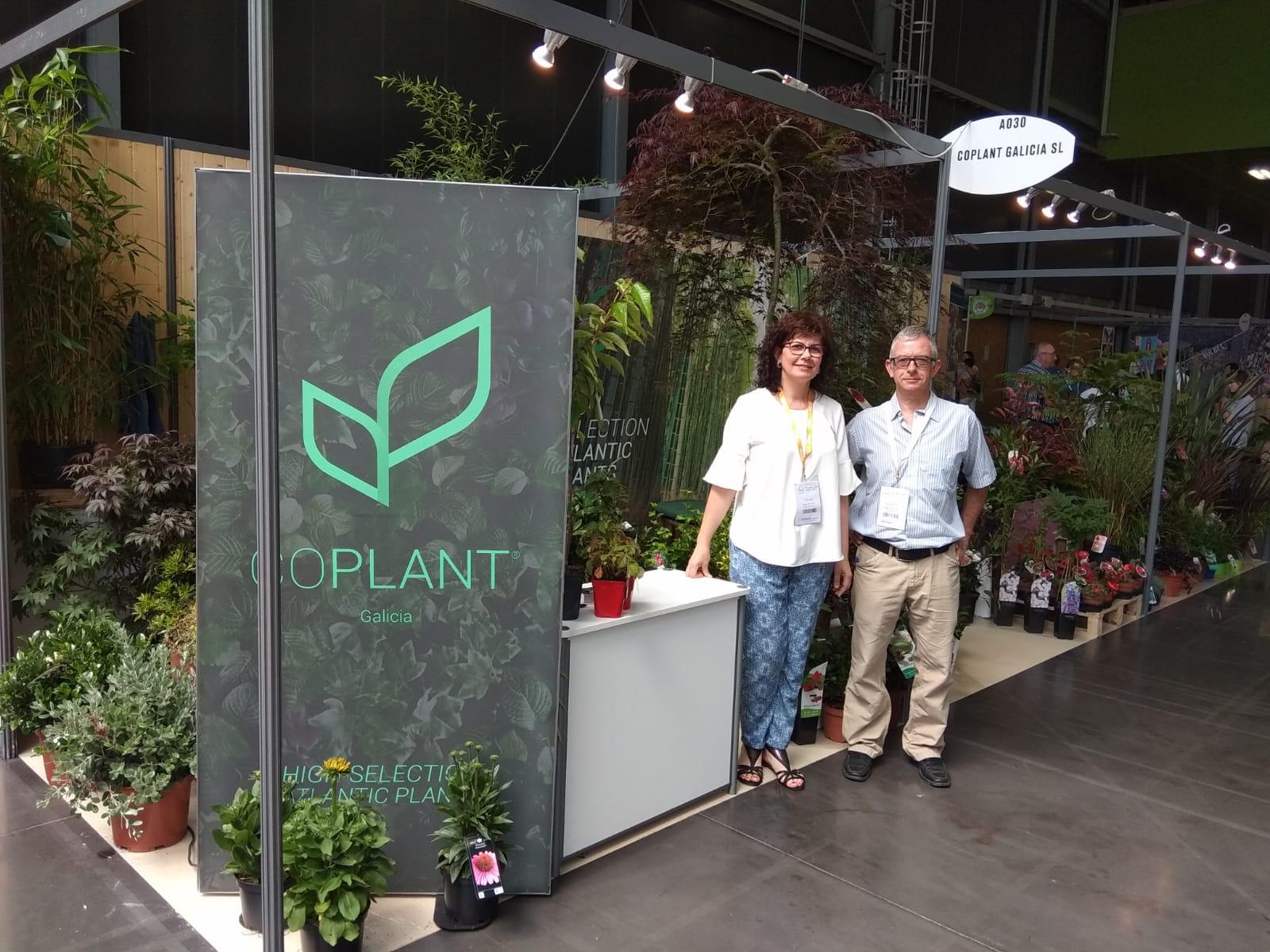 Clientes de todas las nacionalidades visitan el stand de Coplant Galicia en el Salon du Vegetal de Nantes